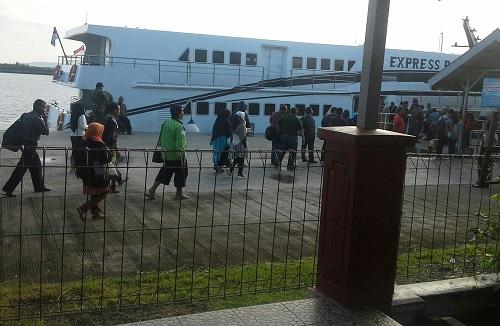 Kapal Express Bahari F2 telah siap sedia menunggu penumpang di Pelabuhan Ulee Lheue Banda Aceh (Kamis 29 Desember 2016)