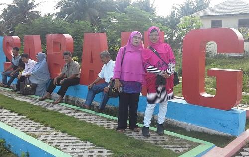 Dokumentasi Foto dengan latar tulisan SABANG di Taman Sabang-Merauke Kota Sabang Pulau Weh (Kamis, 29 Desember 2016)