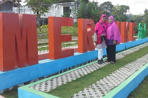 Dokumentasi Foto dengan latar tulisan MERAUKE di Taman Sabang-Merauke Kota Sabang Pulau Weh (Kamis, 29 Desember 2016)