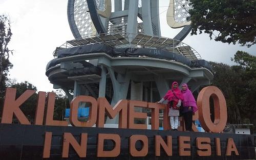 Dokumentasi Foto di Papan Letter Kilometer O Indonesia di Tugu Nol  Sabang Pulau Weh  (Kamis, 29 Desember 2016)