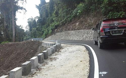 Sisi lain Sepanjang jalan Sabang-Tugu Kilometer Nol, jalan  mulus, tikungan dan tanjakan (Sabang Pulau Weh, Kamis, 29 Desember 2016)