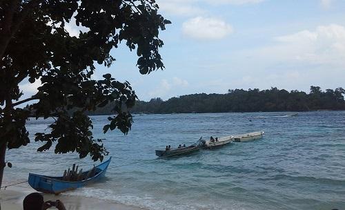 Pulau Rubiah berada di seberang berhadapang dengan Pantai Iboih Sabang Pulau Weh (Kamis, 29 Desember 2016)
