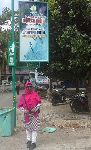 "Dokumentasi Foto dengan Latar Baliho ""Project Iboih"" (Pantai Iboih Sabang Pulau Weh Kamis, 29 Desember 2016)"