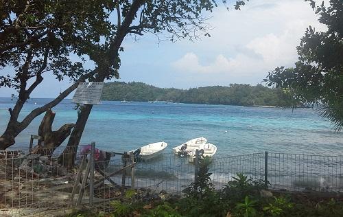 Air laut dengan degradasi Hijau-Biru Merupakan Salah Satu Pesona Pantai Iboih Sabang Pulau Weh (Kamis, 29 Desember 2016)