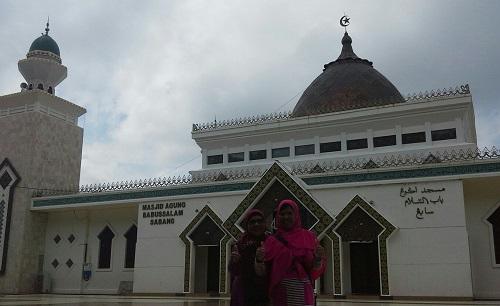 Dokumentasi Foto di Pelataran Masjid Agung Babussalam Sabang Pulau Weh (Kamis 29 Desember 2016)