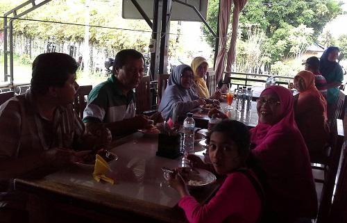 Dokumentasi foto saat santap siang di salah satu tempat makan Sabang-Pulau Weh (Kamis 29 Desember 2016)