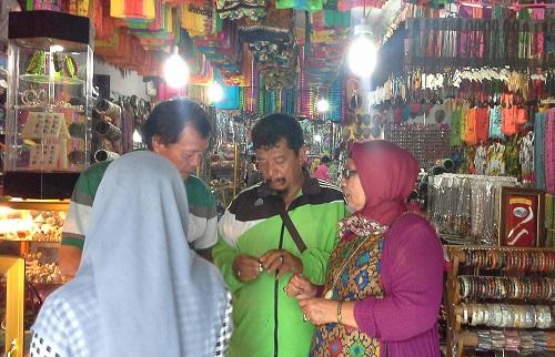 Dokumentasi foto saat berburu souvenir di salah satu toko Souvenir Sabang-Pulau Weh (Kamis 29 Desember 2016)