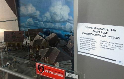 Maket/Diorama Situasi Keadaan Setelah Gempa (Museum Tsunami Banda Aceh Jumat, 30 Desember 2016)