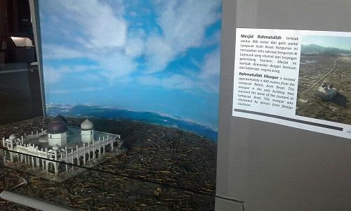 Maket/Diorama Masjid Rahmatullah yang terletak dekat pantai adalahbsatu-satunya bangunan yang selamat dari tsunami 2004 (Museum Tsunami Banda Aceh Jumat, 30 Desember 2016)