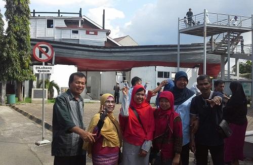 Berkunjung ke Situs Kapal di atas Rumah Lampulo, Salah Satu Saksi Bisu Tsunami Aceh 2004 (Banda Aceh Jumat, 30 Desember 2016)