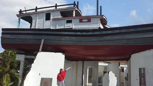 "Bentuk Asli  ""Kapal Di Atas Rumah Lampulo"" Masih Dipertahankan sebagai bukti dahsyatnya Tsunami Aceh 2004 (Banda Aceh Jumat, 30 Desember 2016)"