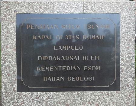 """Monumen Penataan Situs """"Kapal Di Atas Rumah Lampulo"""" oleh Kementerian Energi dan Sumber Daya Mineral (ESDM) Badan Geologi  (Banda Aceh Jumat, 30 Desember 2016)"""